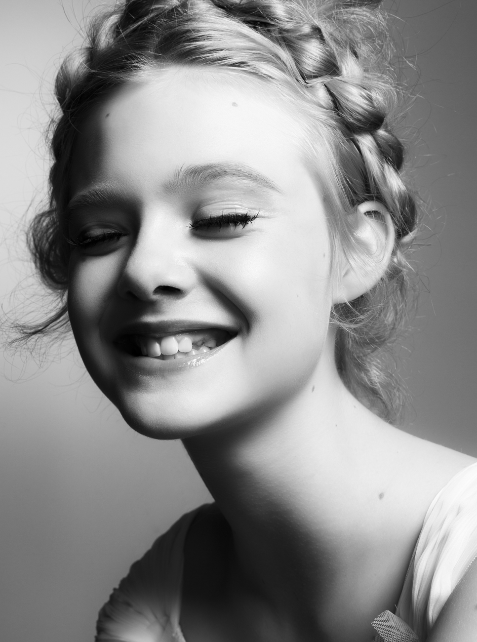 Elle Fanning Photo 31661692: 301 Moved Permanently
